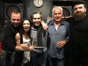 Ramsés mit Musik-Band